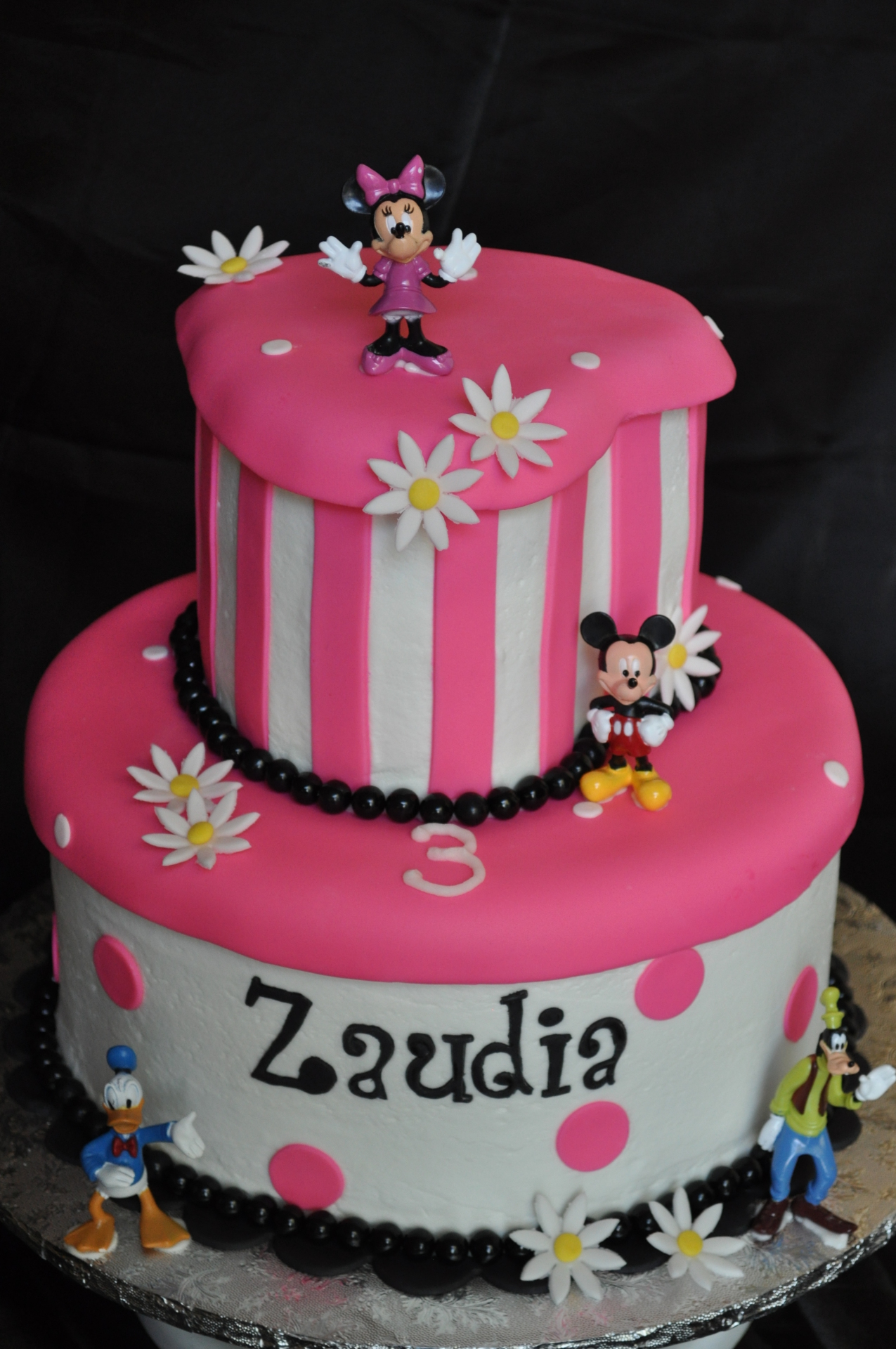 Minnie mouse cake, heart fondant cake