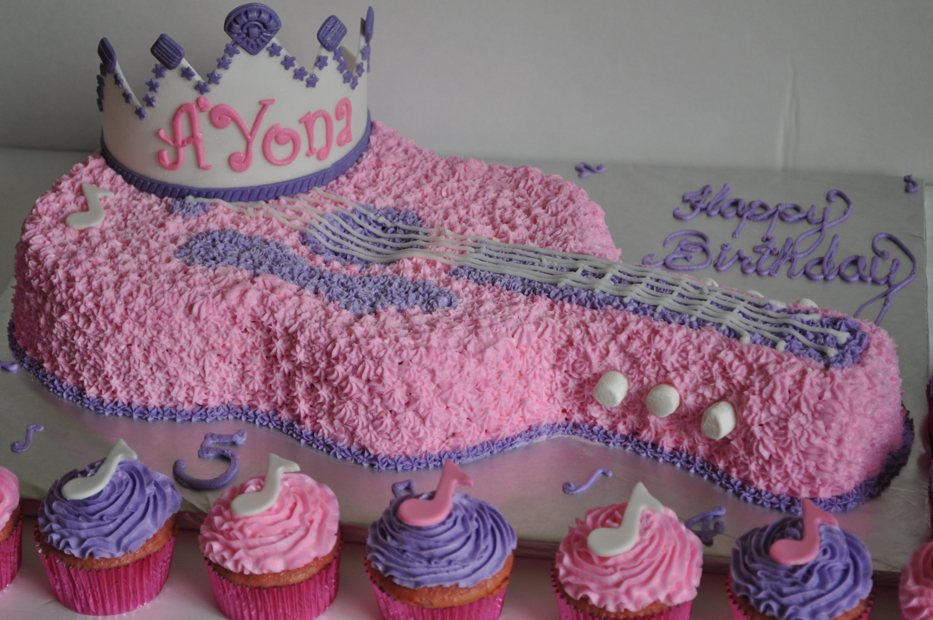 Guitar cake, tiara cake cupcakes