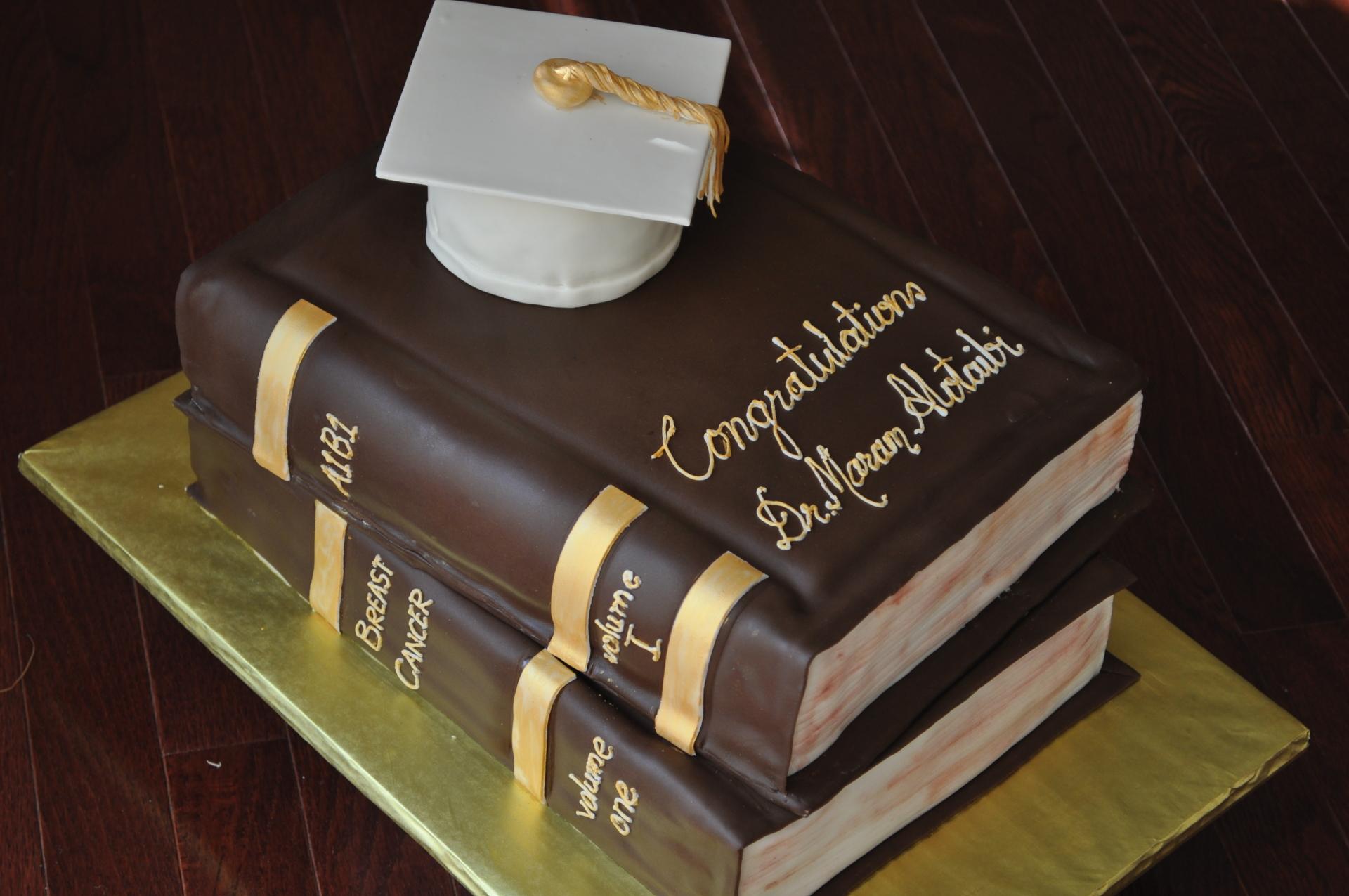 Books graduation cake