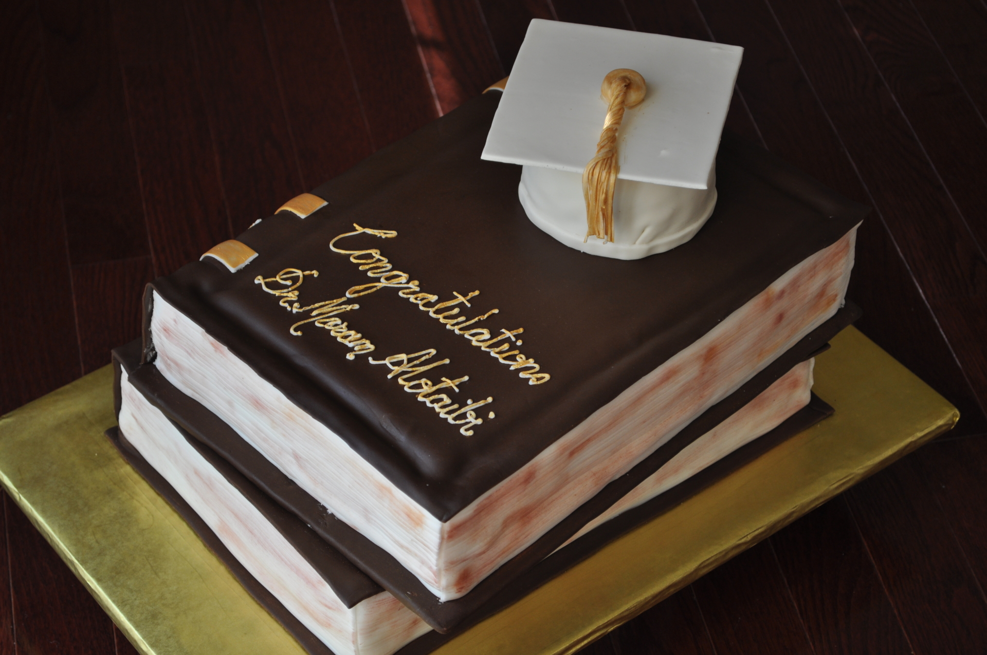 Books graduation cake,grad hat cake