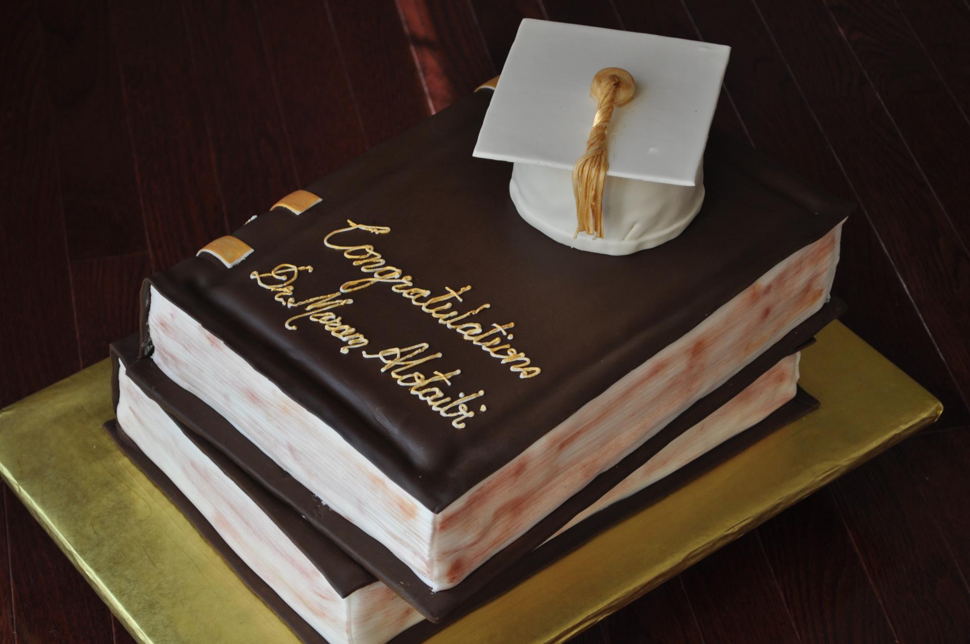 Books graduation cake,grad hat cake