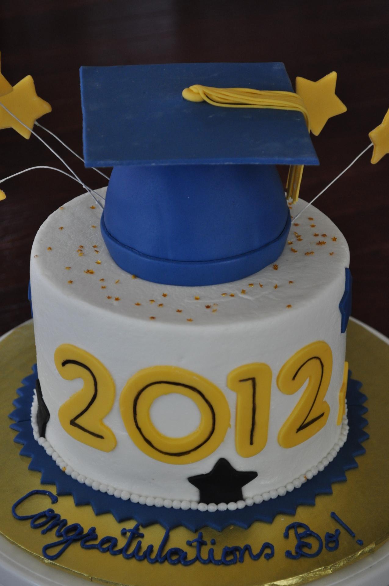 Grauation hat cake
