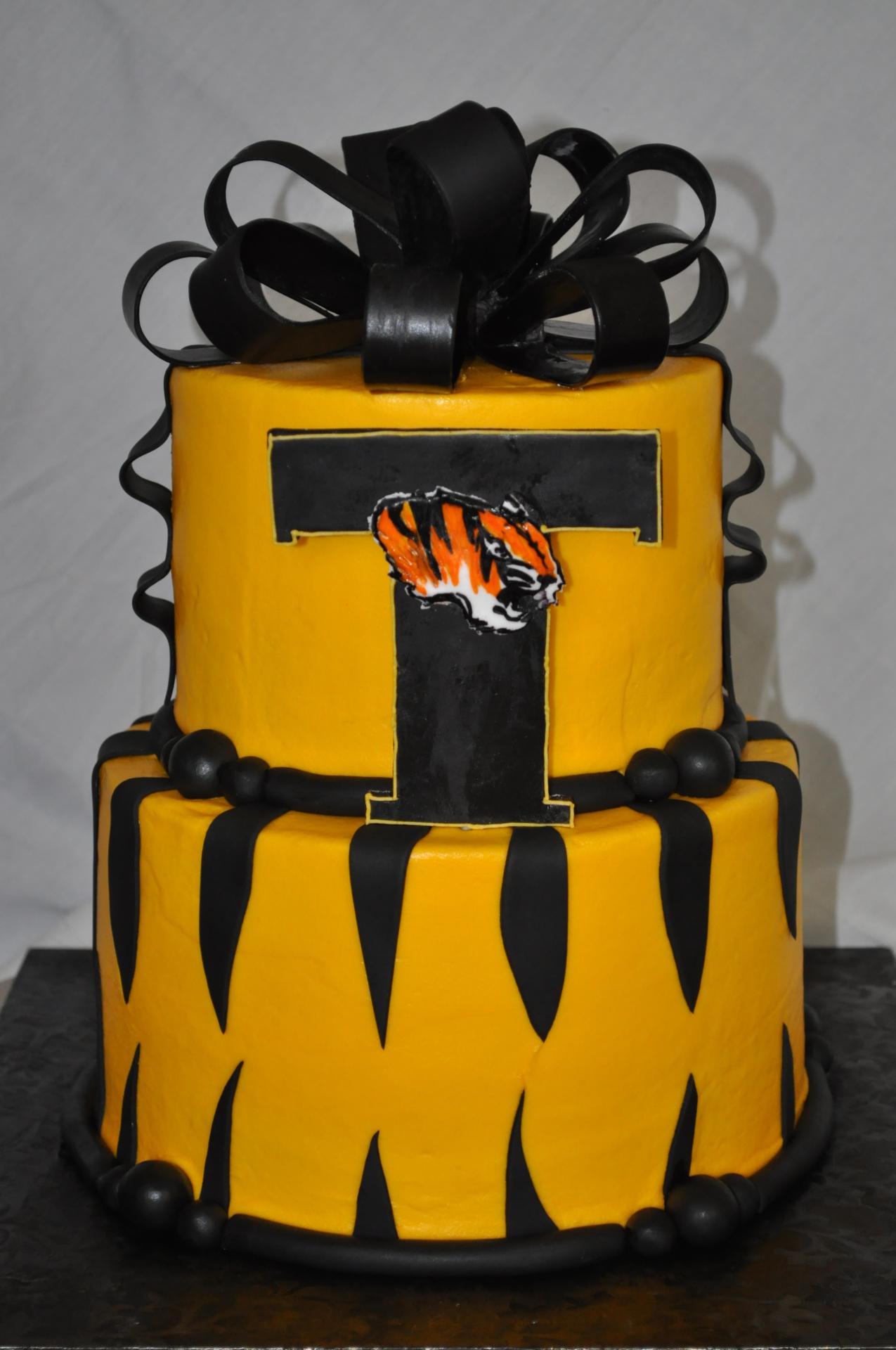 Graduation cake,bow cake