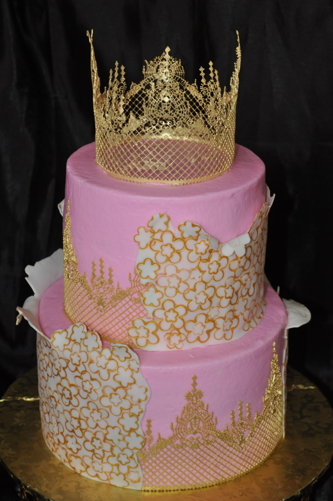 Gold peeling lace cake