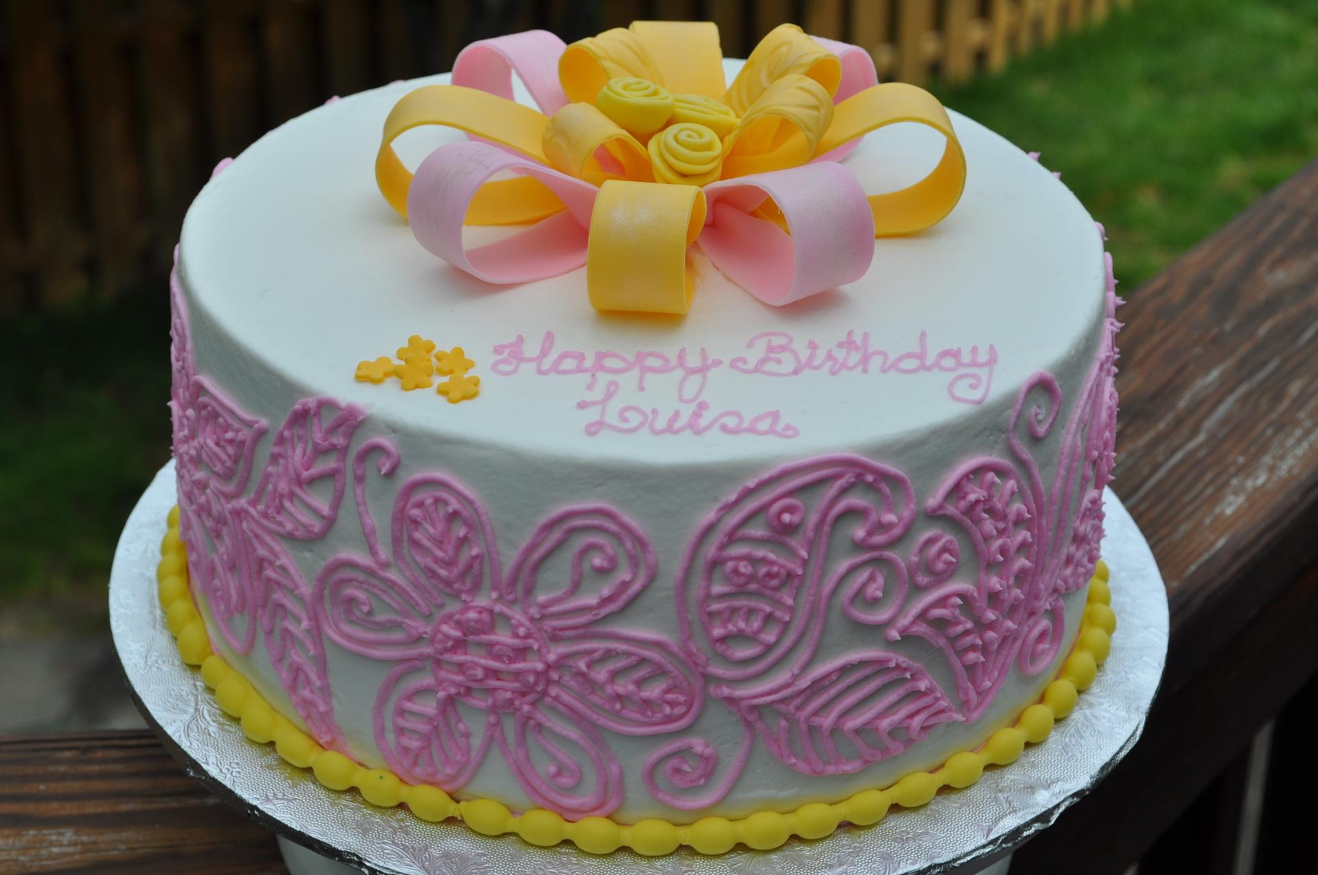Pink henna cake