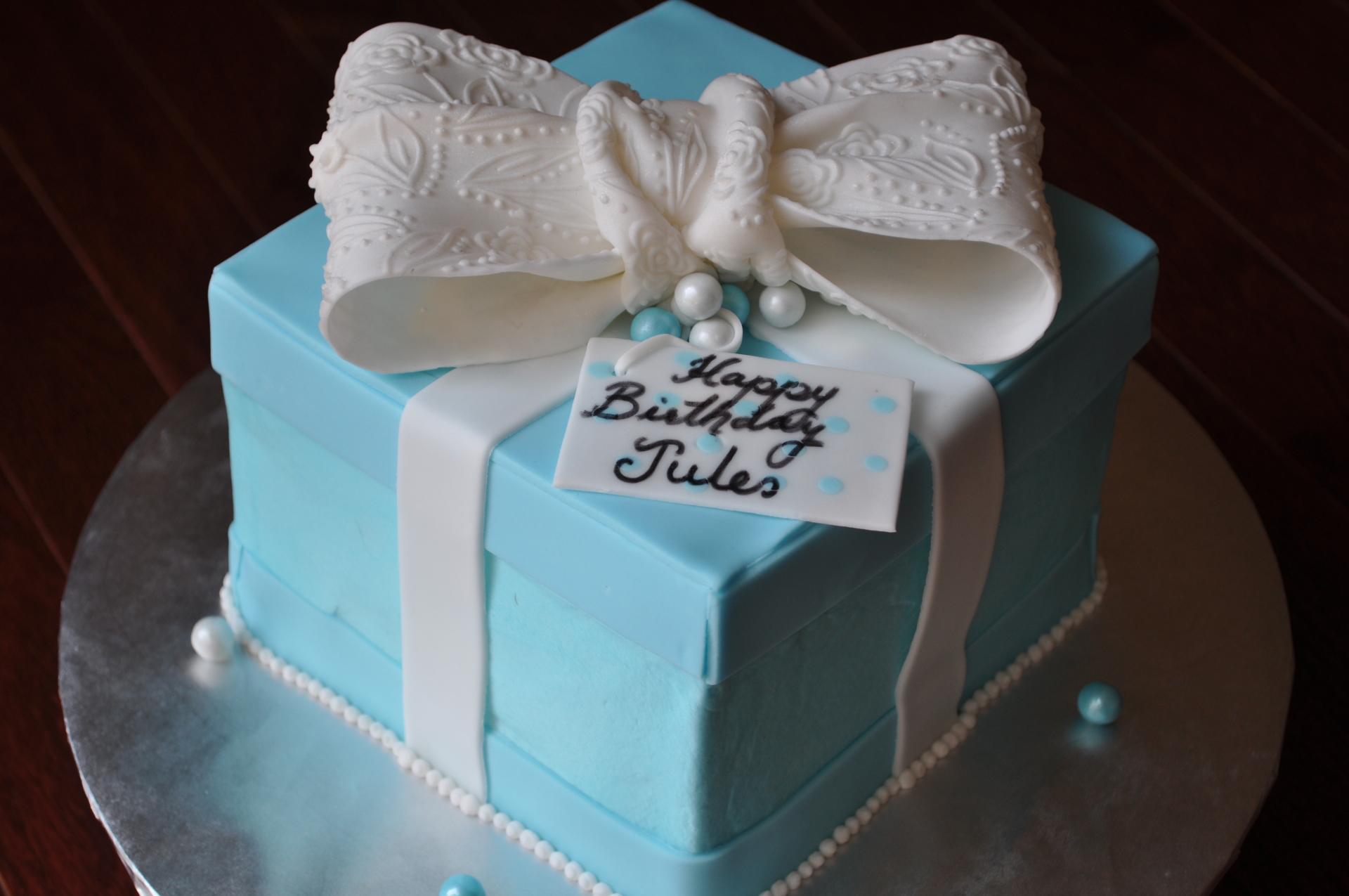 Tiffany box and bow cake