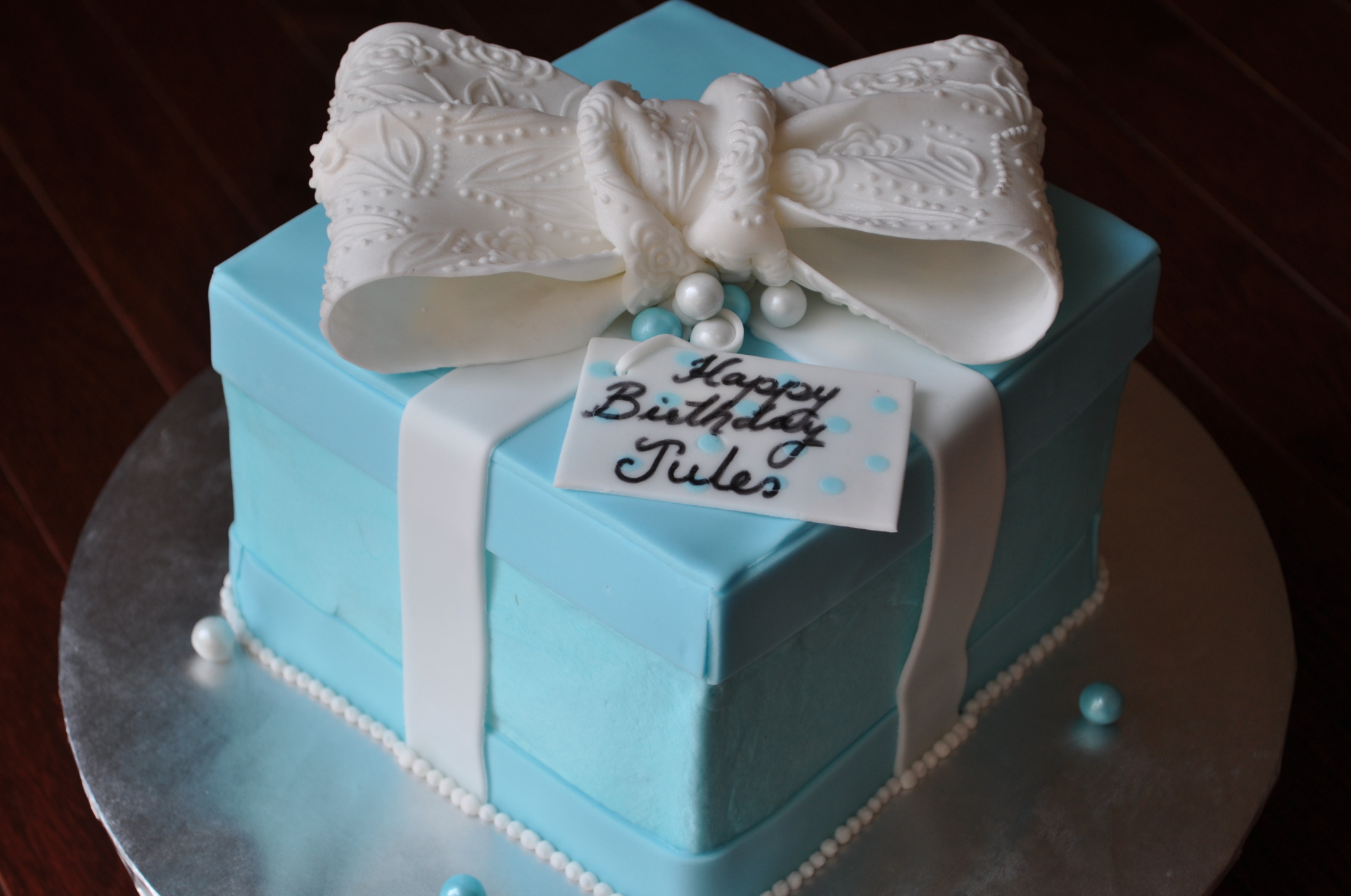 Tiffany box and bow cake