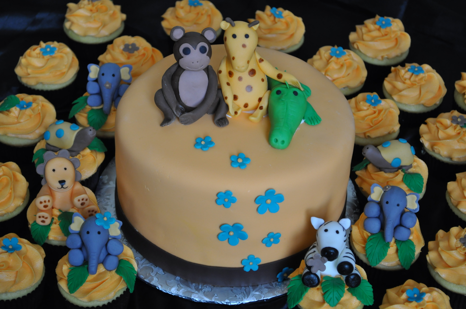 Safari theme baby shower cake cupcakes
