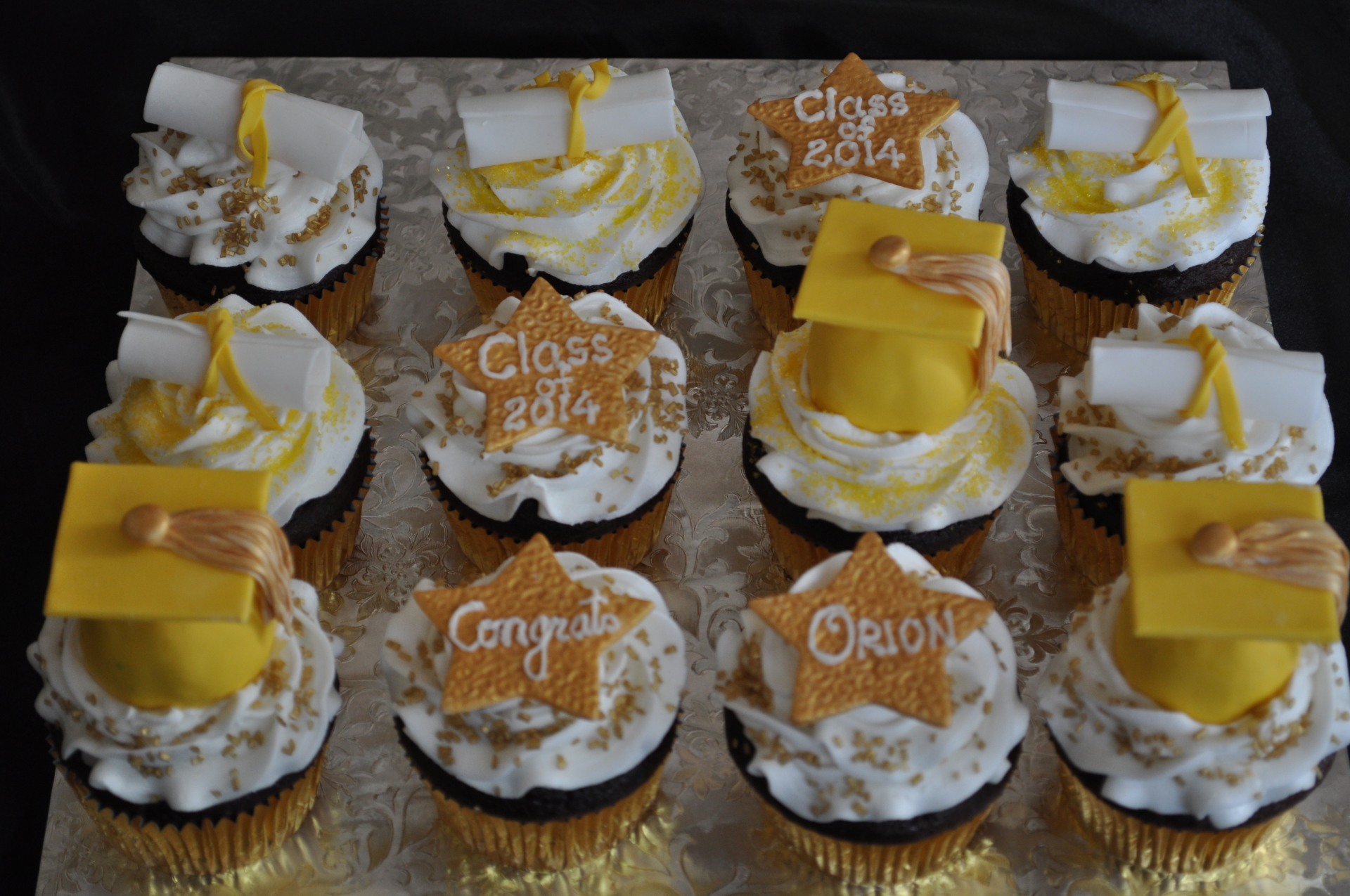 Gold yellow graduation cupcakes