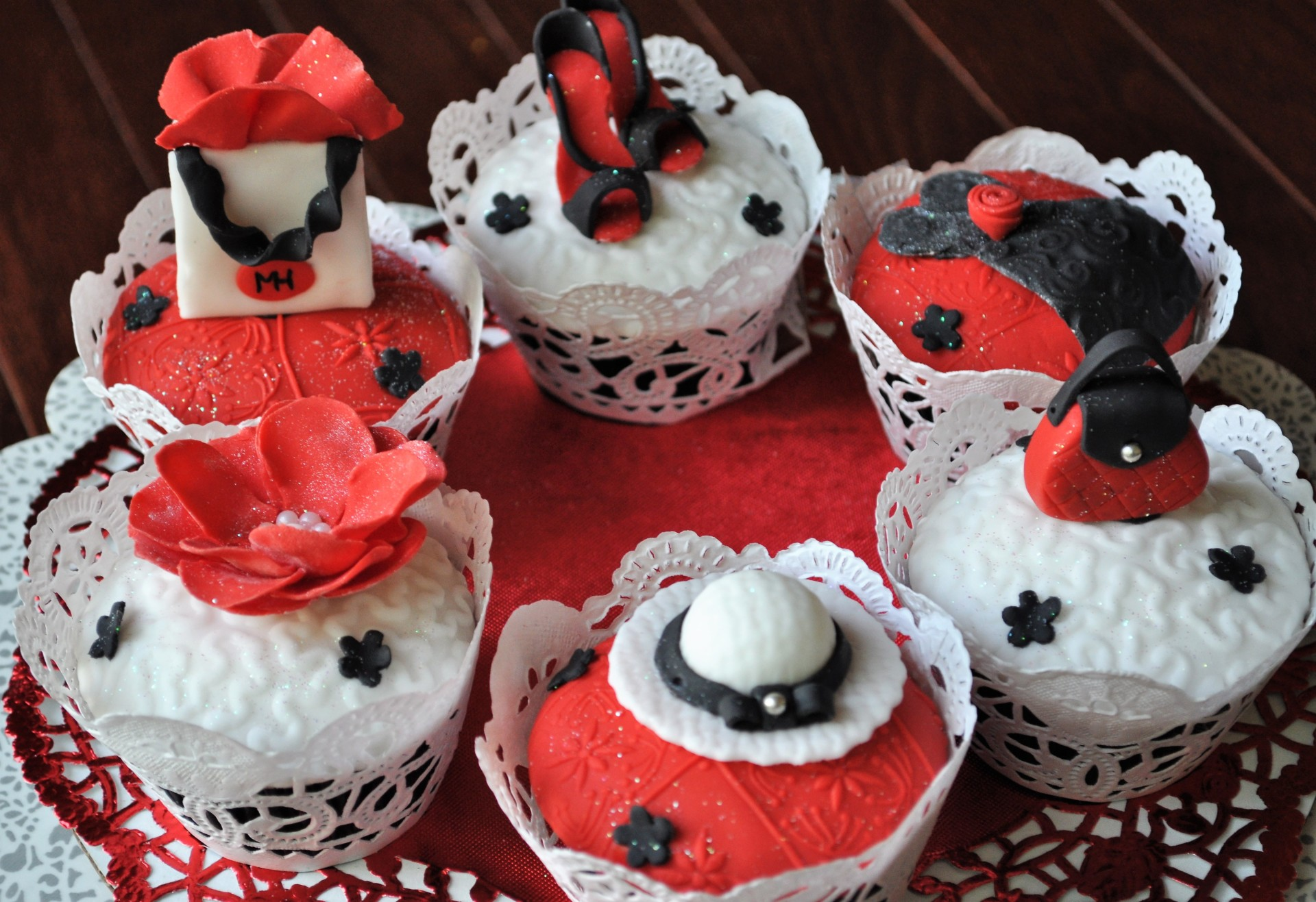Fashionista cupcakes red black