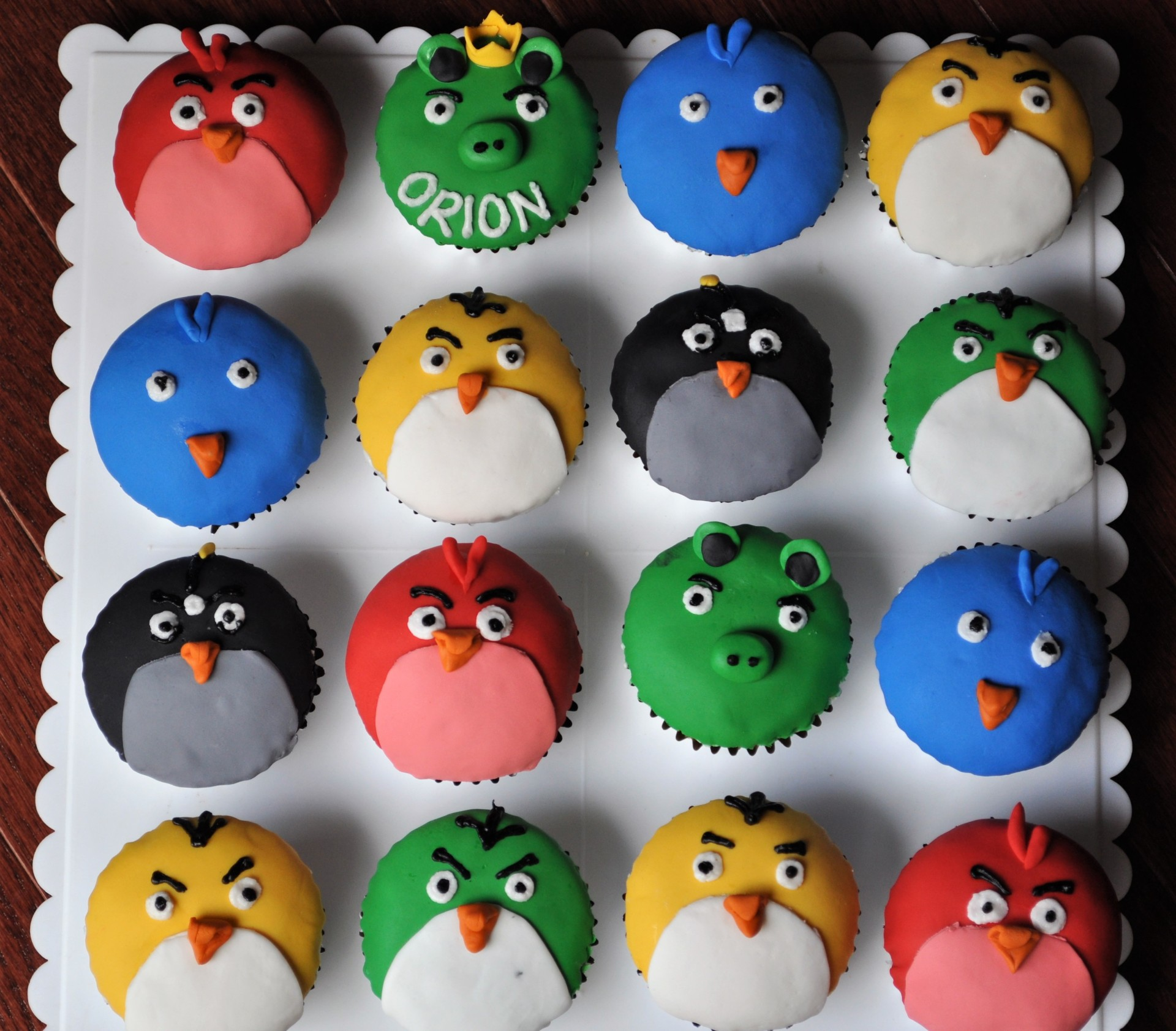 Angry birds fondant cupcakes