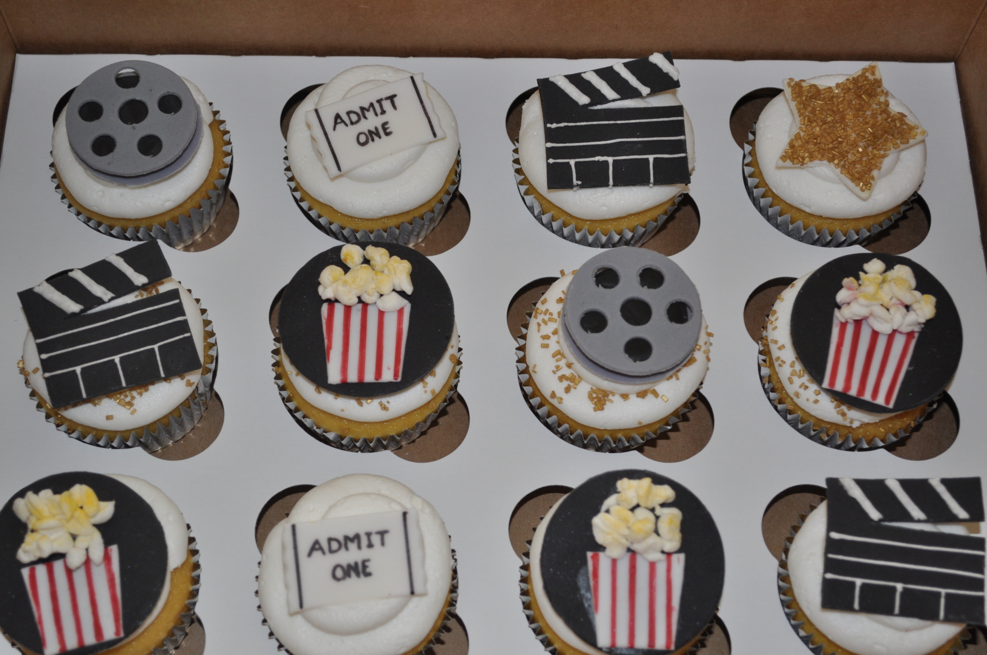 Movie Hollywood theme cupcakes