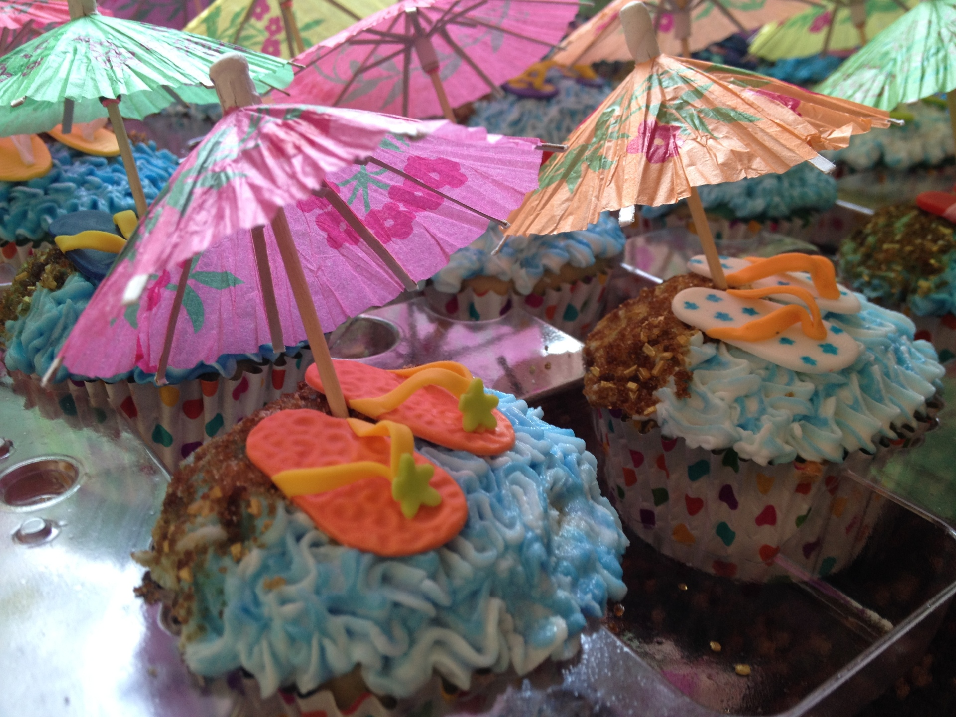 Beach umbrella flipflop cupcakes