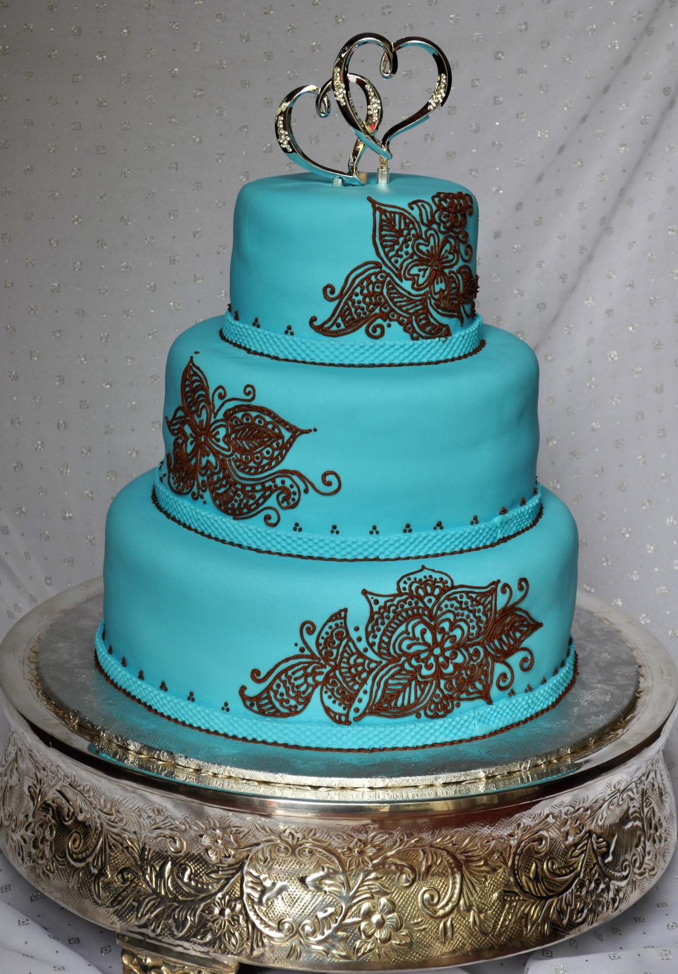 Blue fondant with brown henna piping