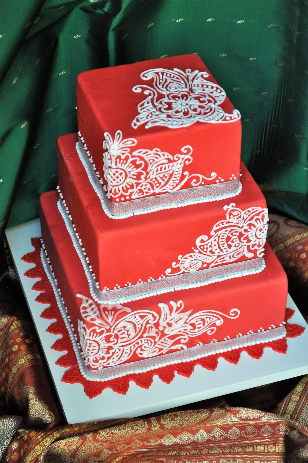 Red fondant square with henna piping