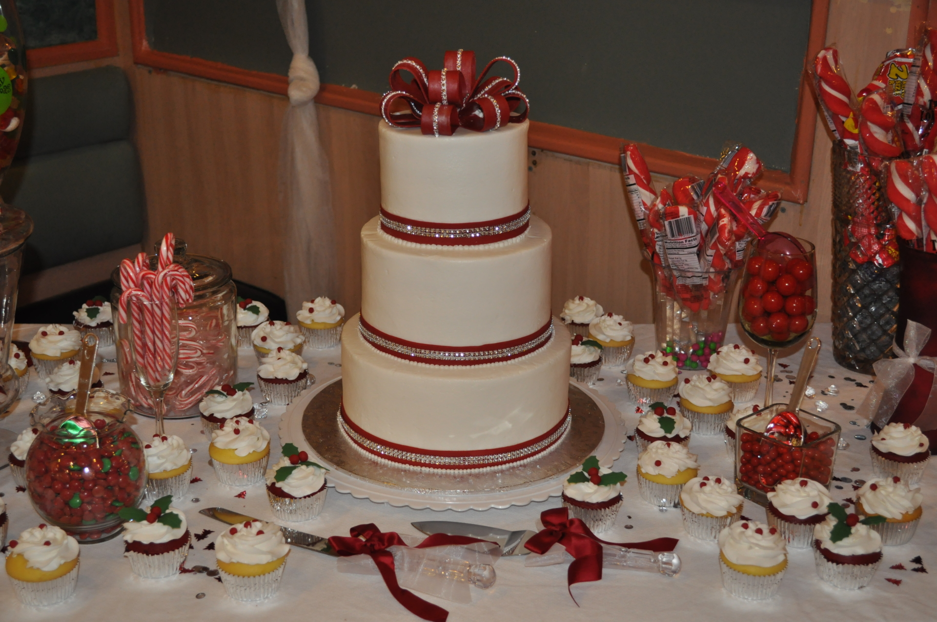 Red and glam bow and bands-sweets table