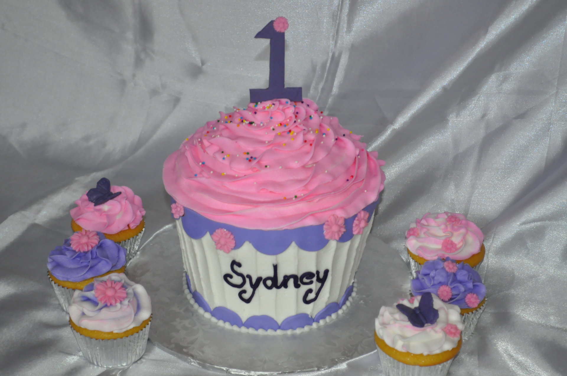 Giant cupcake and cupcakes 1st birthday