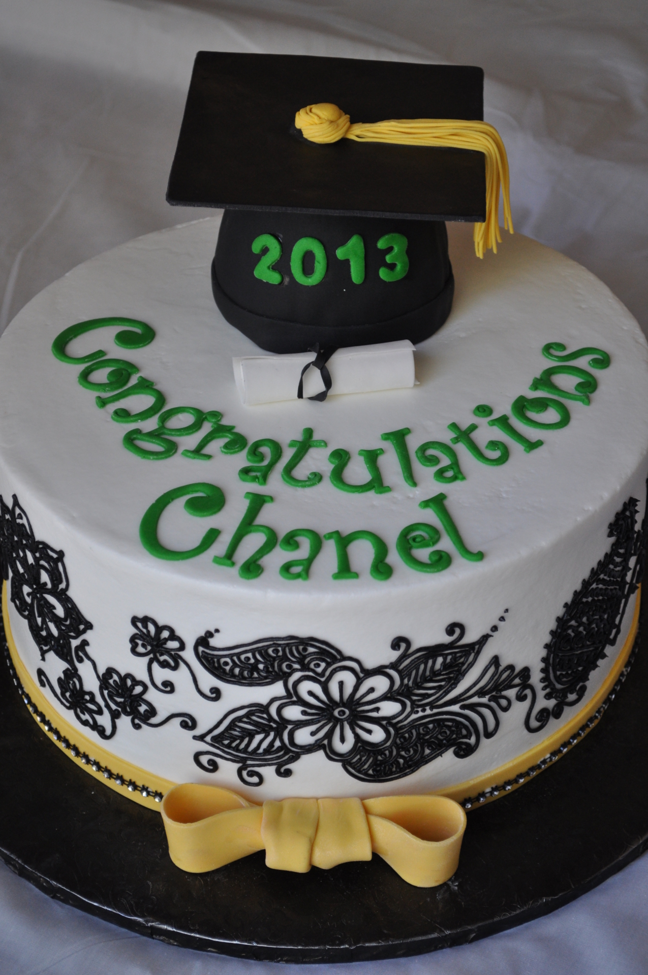 Grad hat with black henna piping
