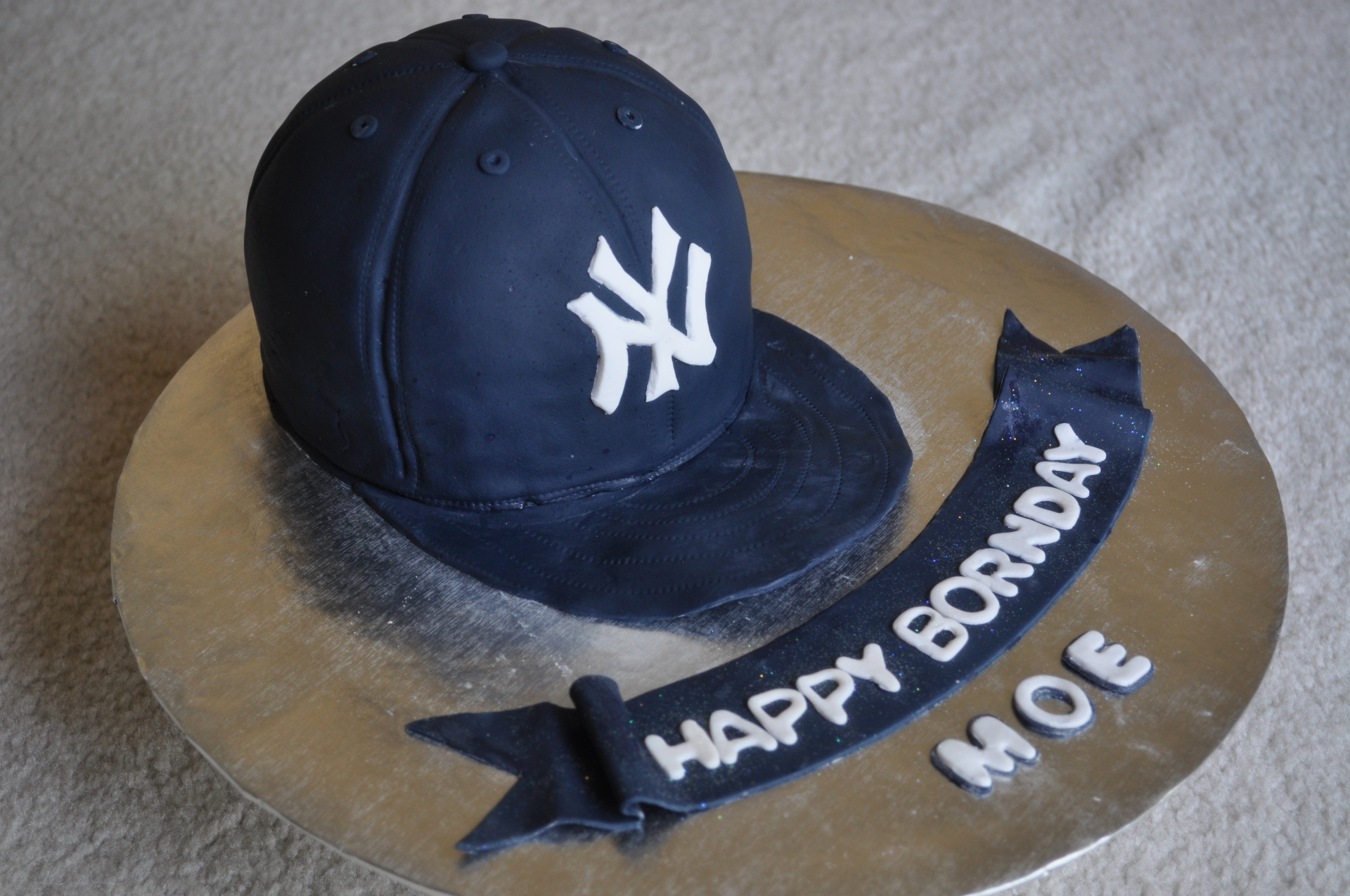 NY Giants hat cake