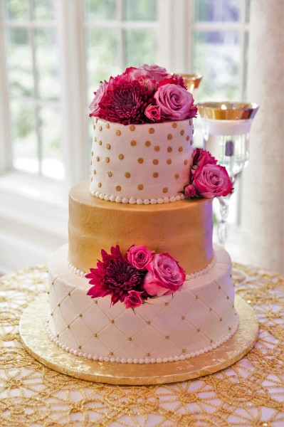 Gold buttercream with fresh flowers-Photo by Darling Photographers