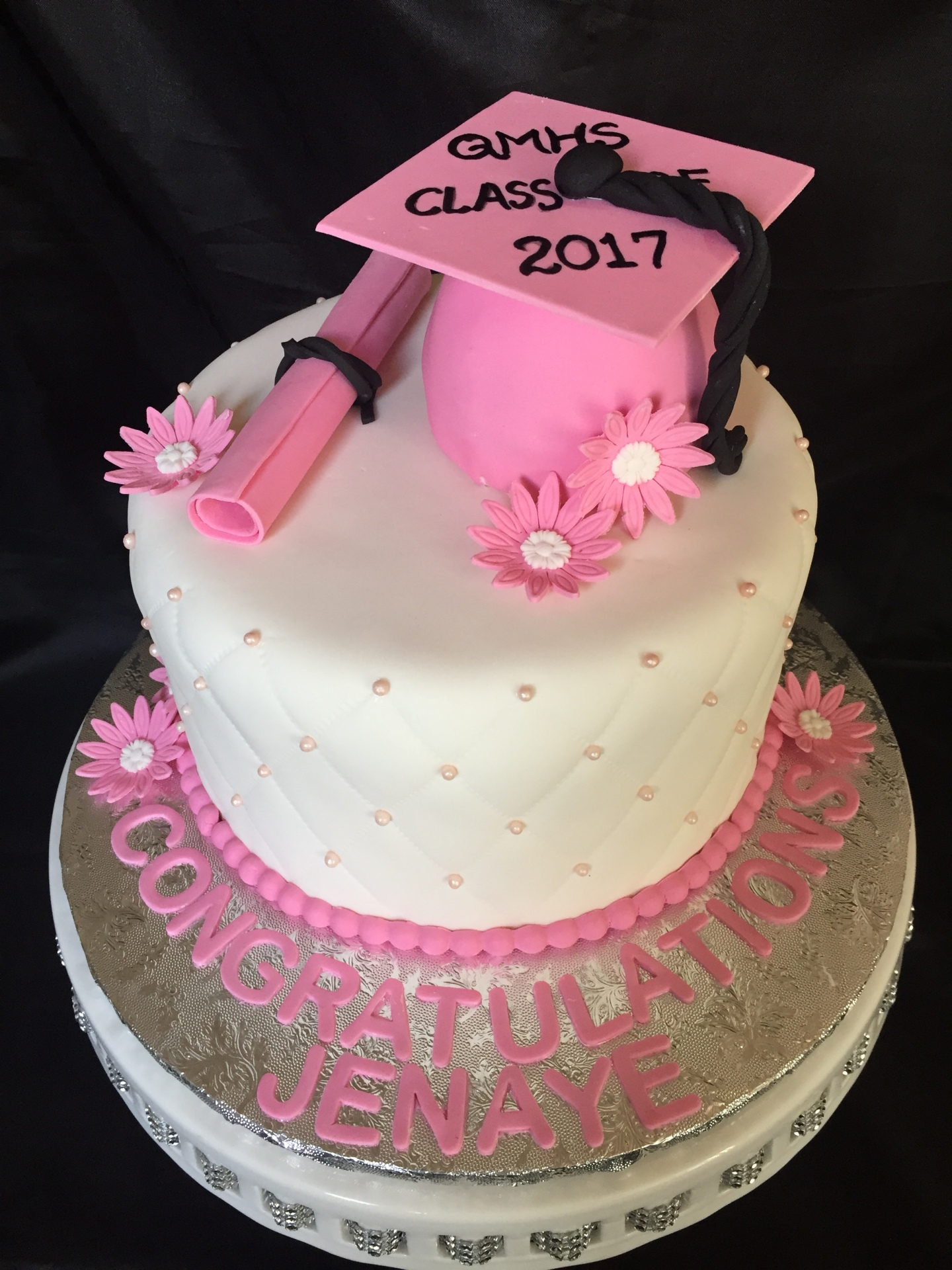 Grad hat round with pink accents