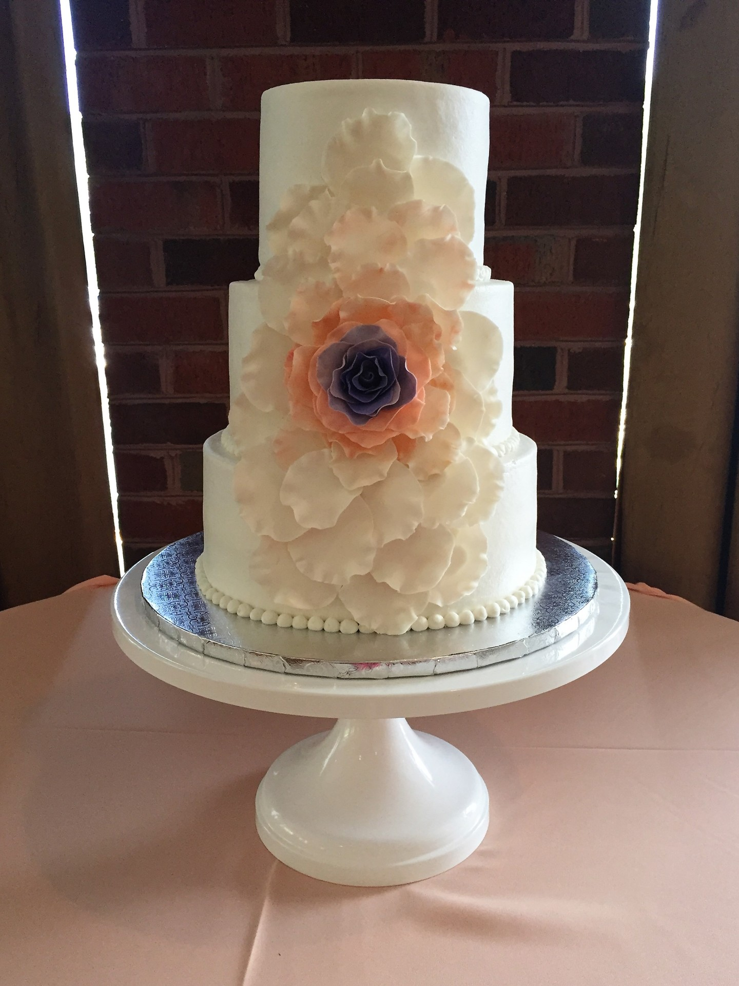 Large extended flower buttercream