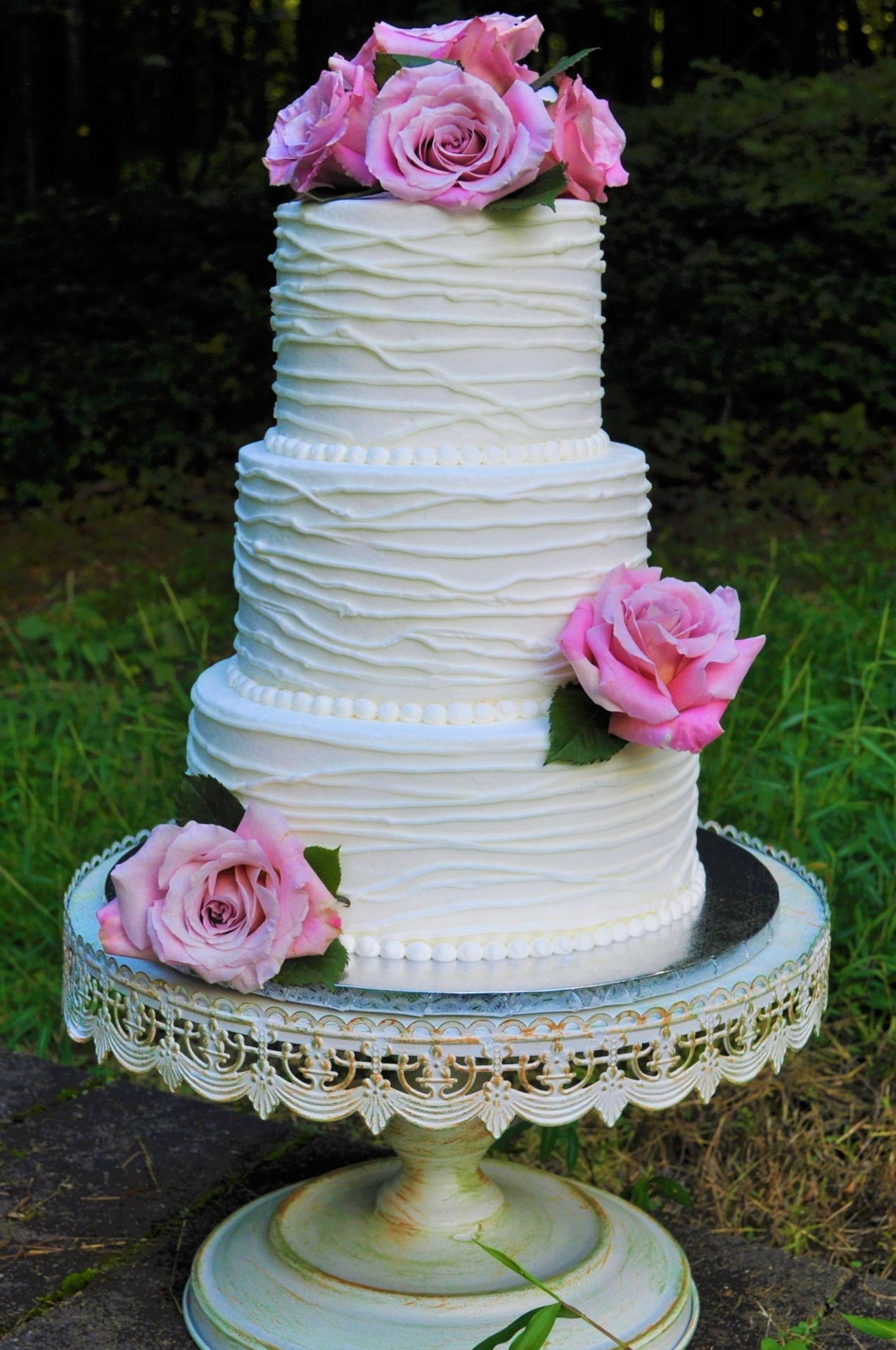 Rustic with piped lines and fresh flowers