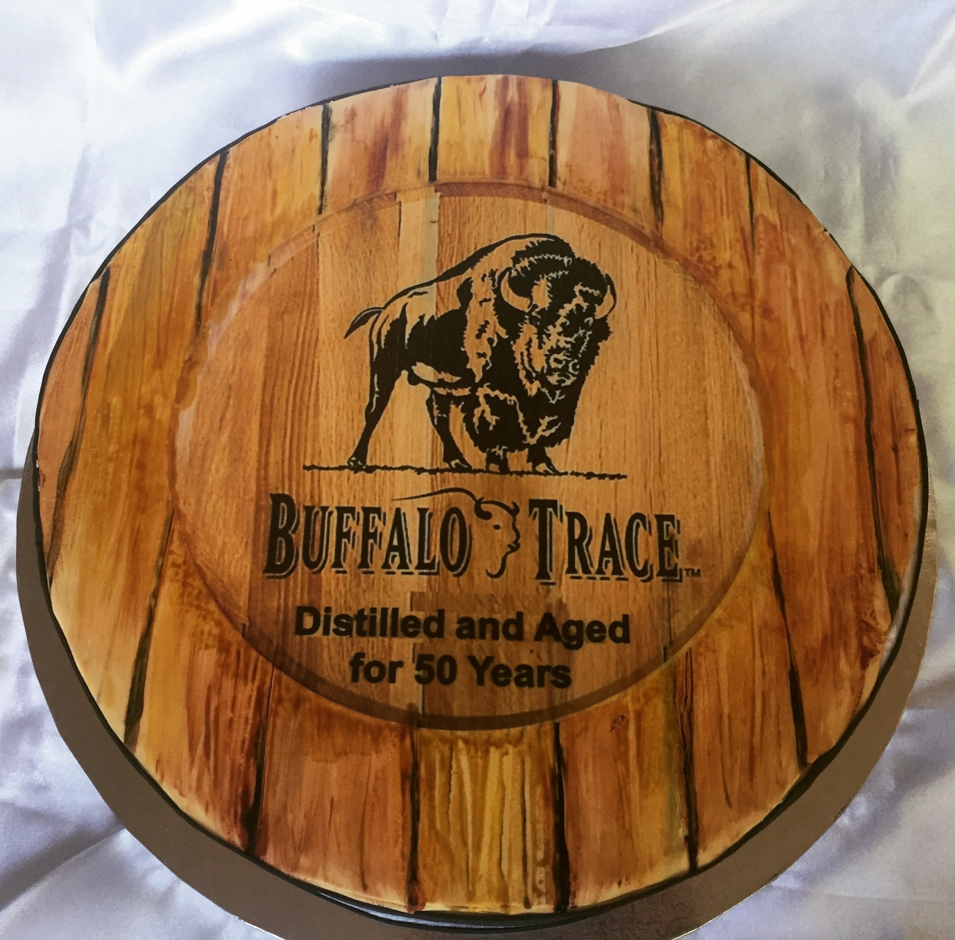 Whiskey barrel lid