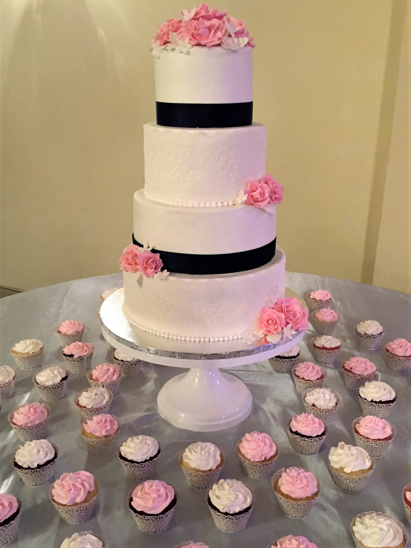 Lace and pink roses with cupcakes