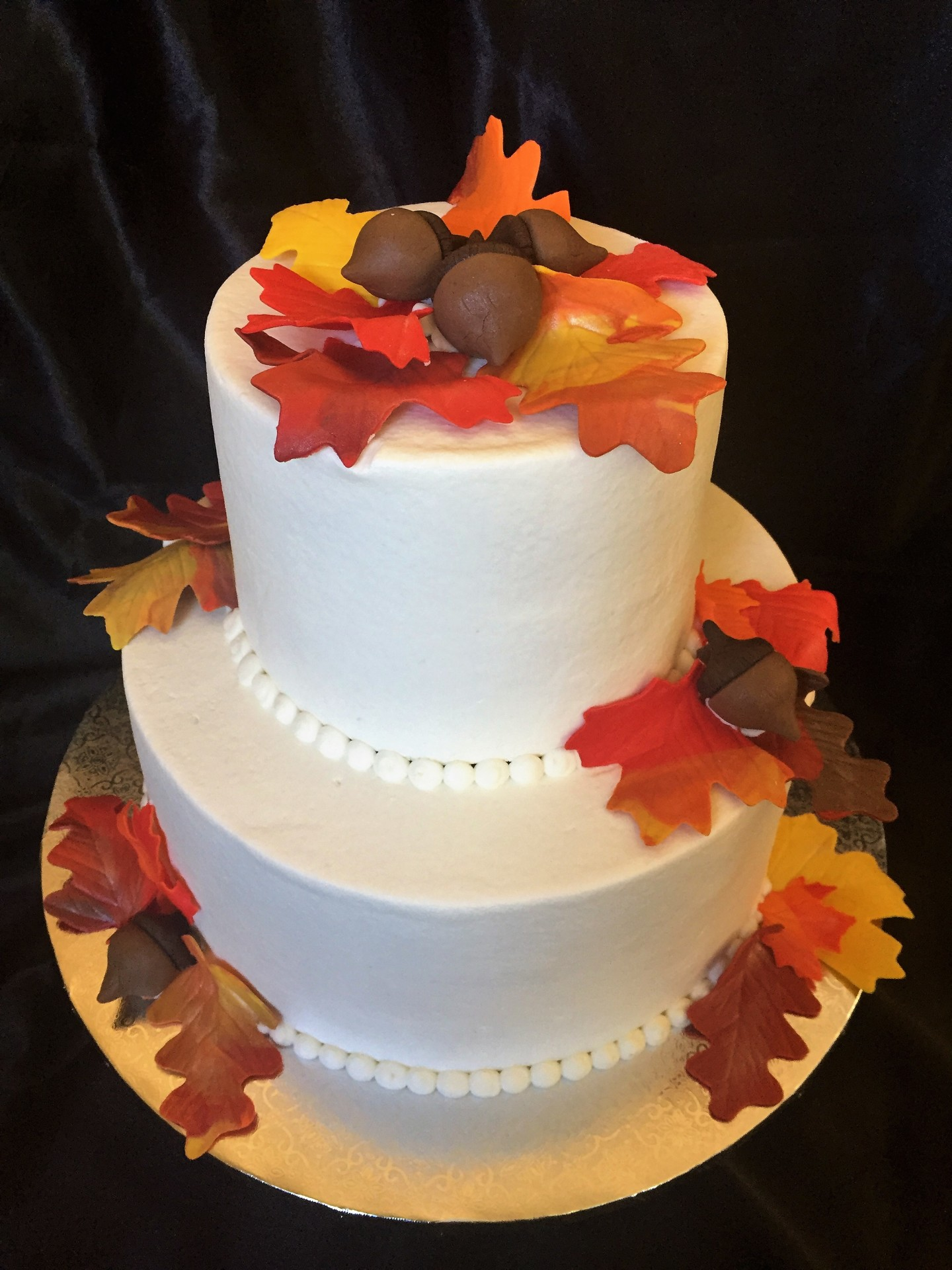 A perfect cake for a small fall wedding!