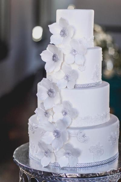 White elegance-fondant with fondant flowers(Photo by Forever Young photography LLC.)