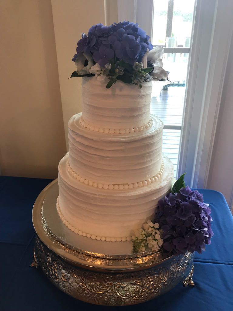 Rustic bands with fresh hydrangea