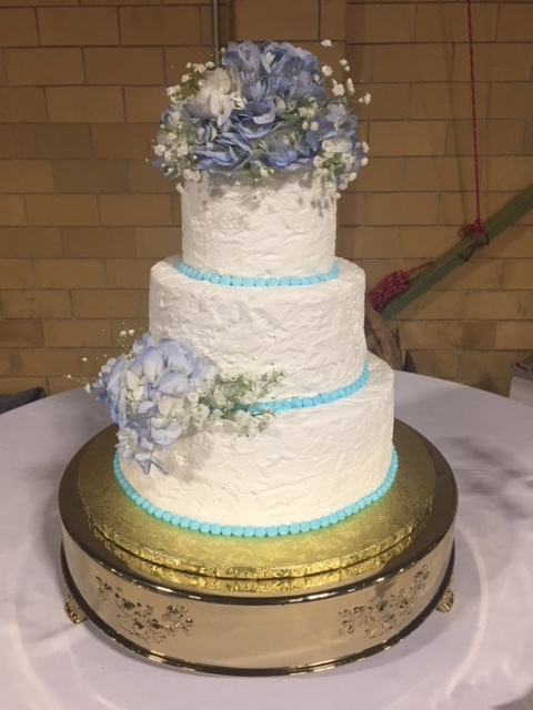 Rustic buttercream with hydrangea
