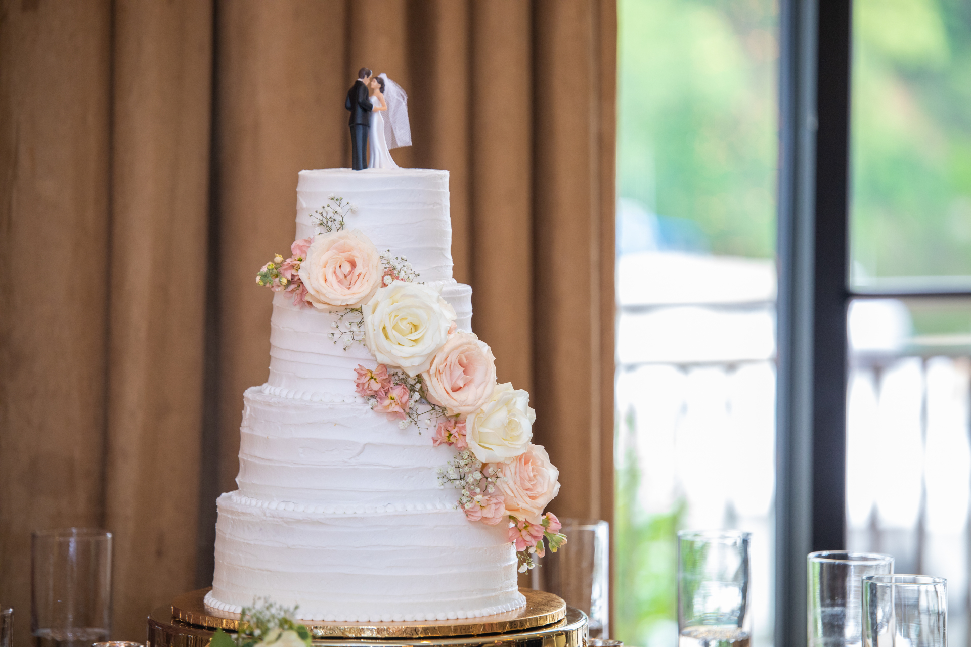 Rustic with fresh flowers(roneyfield photography)