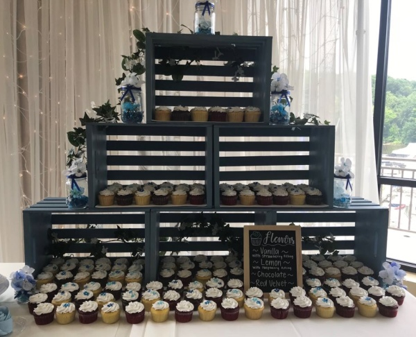 Rustic cupcake set up