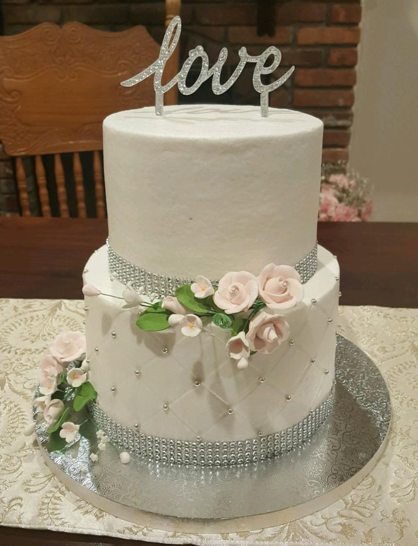 The cutest little wedding cake