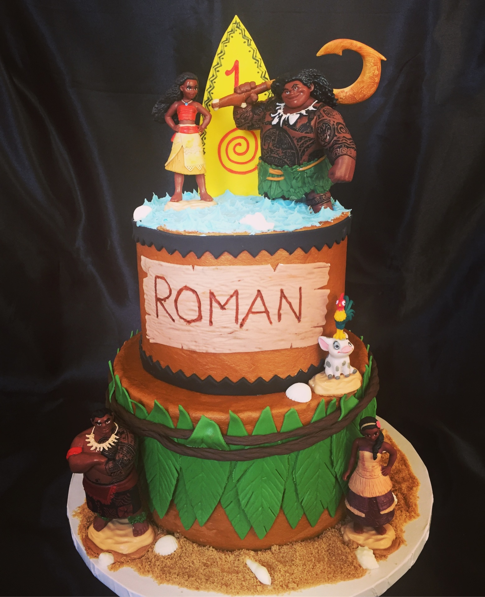 Moana 2 tier with figurines