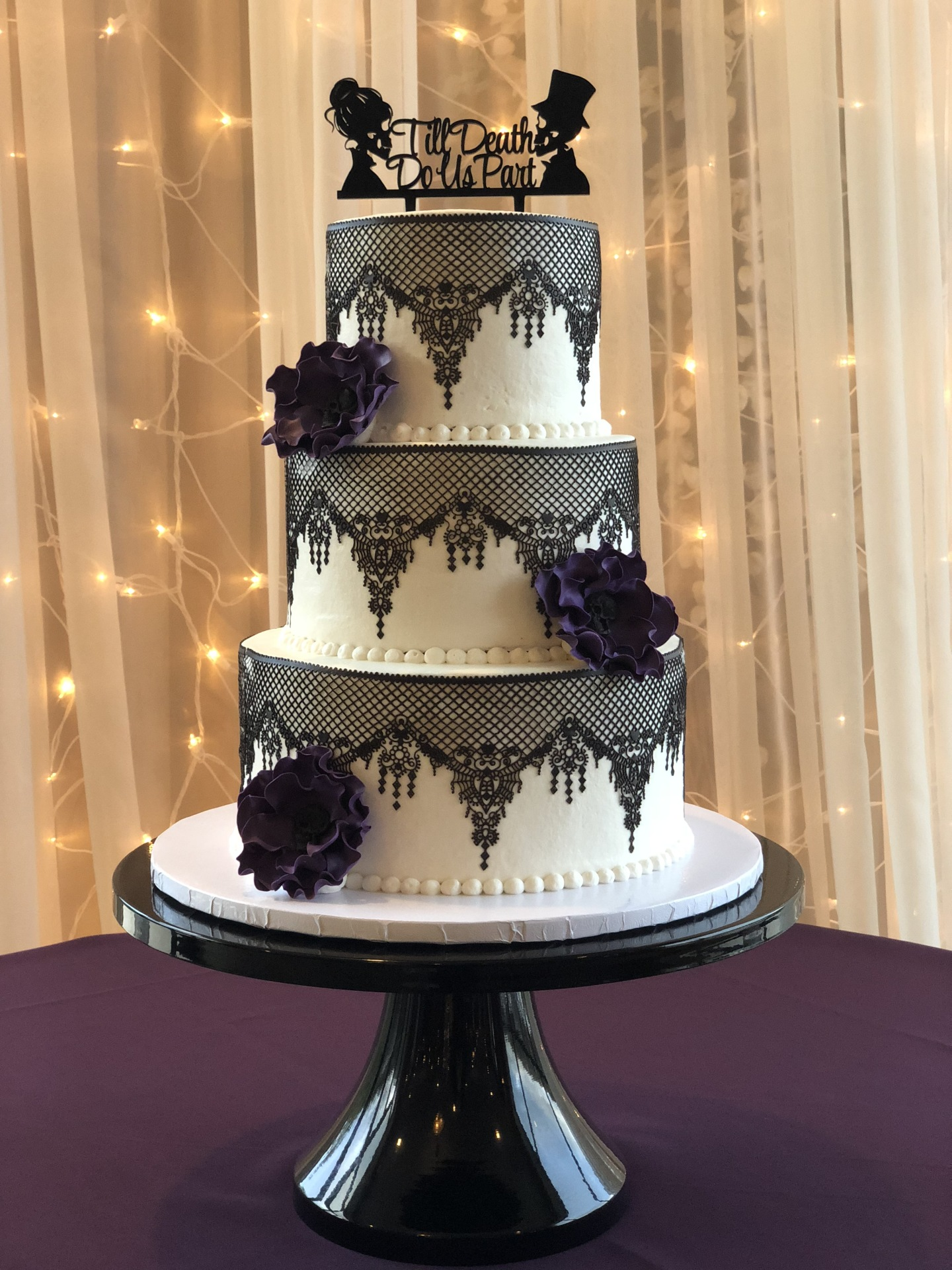 Halloween wedding - edible lace and flowers