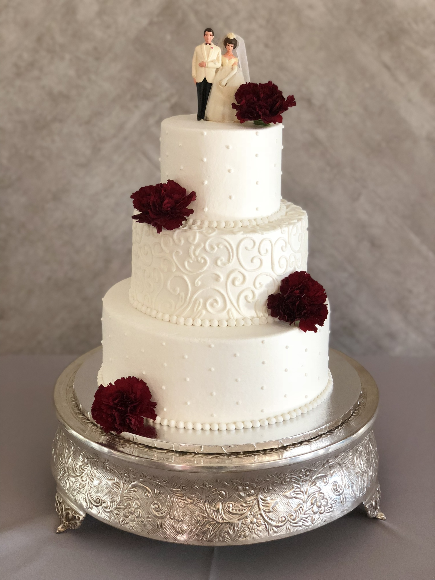 Simple buttercream with burgundy carnations