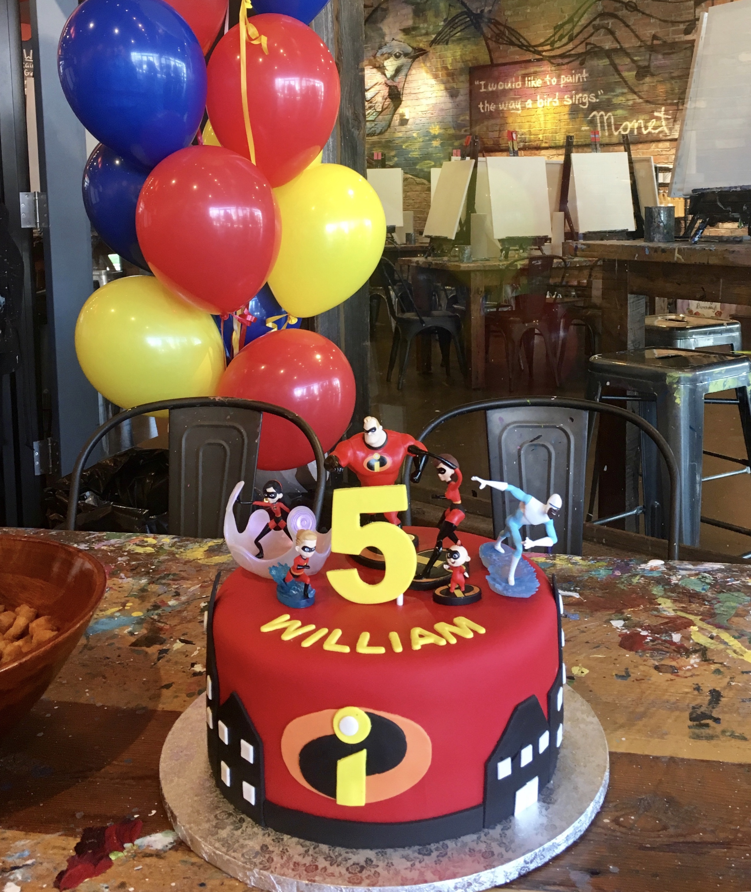 Incredibles red fondant with figurines