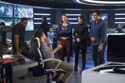 "On Set Photos from Supergirl ""Homecoming"""