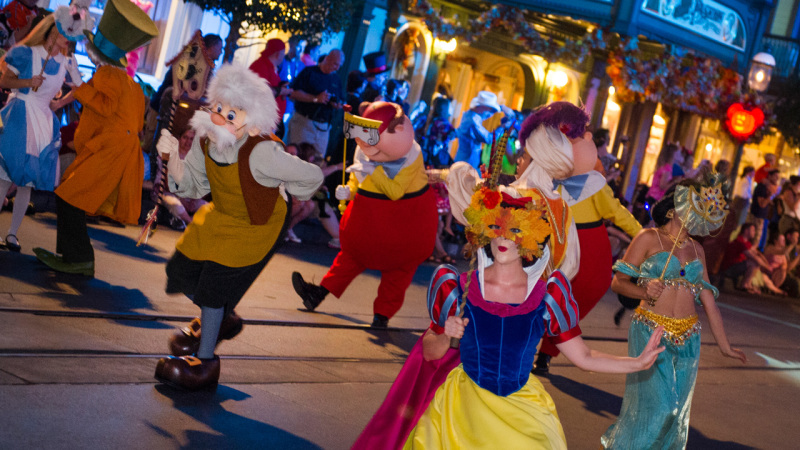 Mickey's Not-So-Scary Halloween Party, Mickey's Very Merry Christmas Party Dates Released