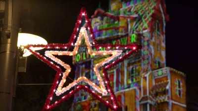 Magic of the Holidays at Disney Parks Featured in New 'Inside Disney Parks' Show