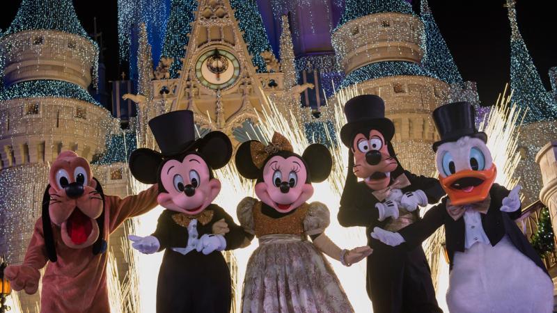 Walt Disney World New Years Eve 2017 Parks Entertainment