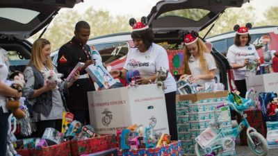 Disney Parks VoluntEARS Share the Joy This Holiday Season