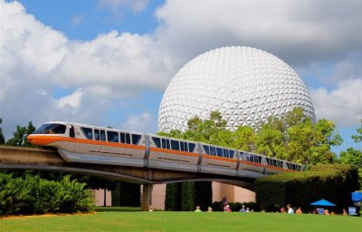 Disney World Monorail Doors Remain Open While Traveling