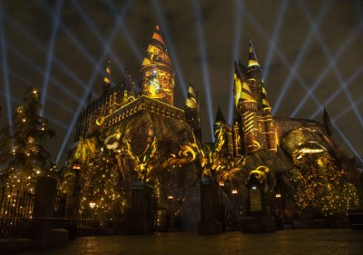 """The Nighttime Lights at Hogwarts Castle"" Officially Debuts Tonight"