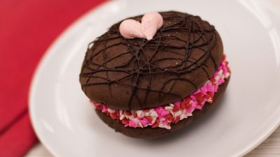 Foodie Guide to Valentine's Day 2018 at Disney Parks