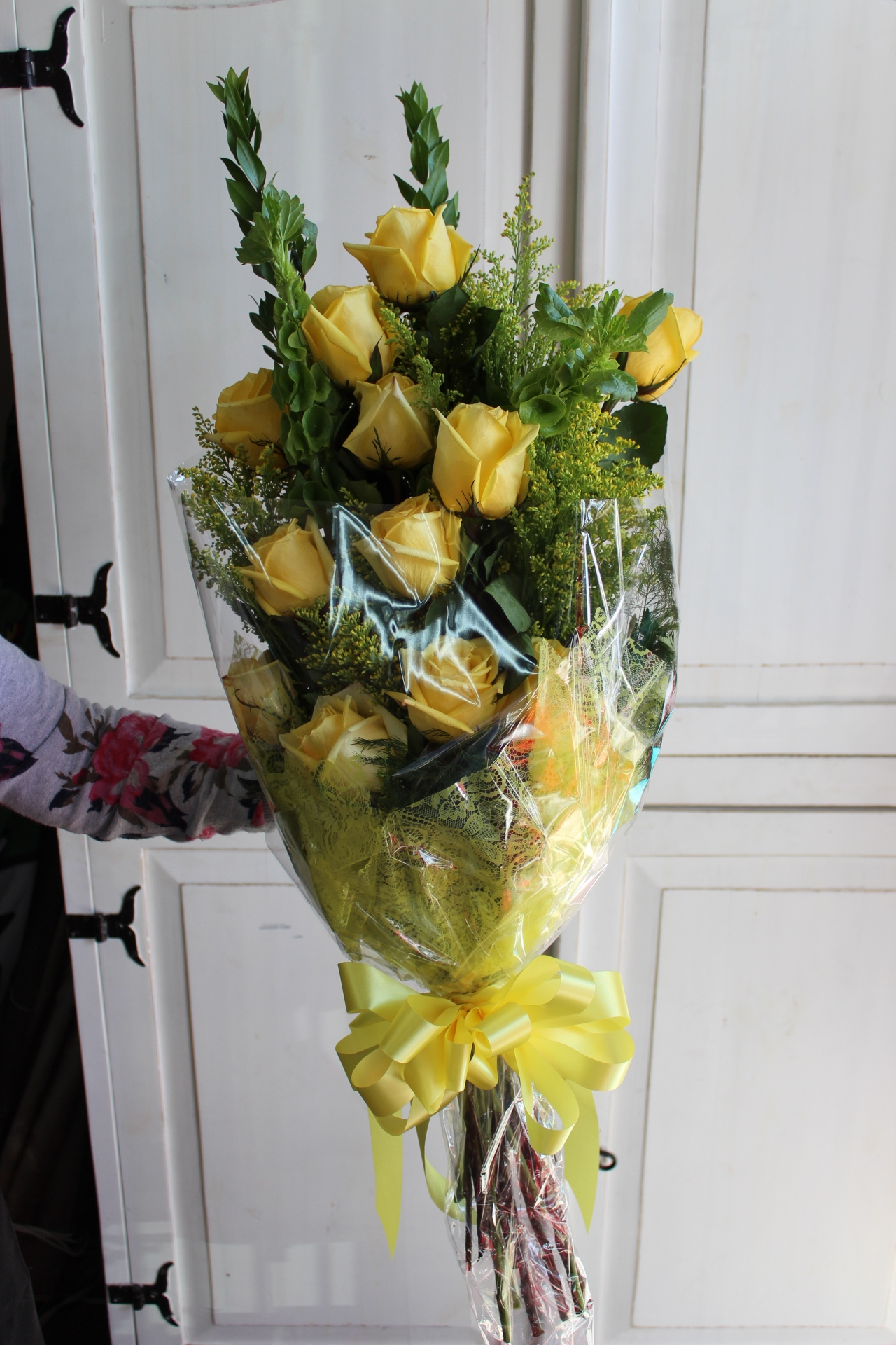 1 Dz Long Stem Ecuadorian Roses Wrapped .  GP--150. $65.00