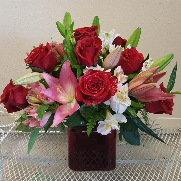 GP-203.CUBE WITH ROSES.$95.00